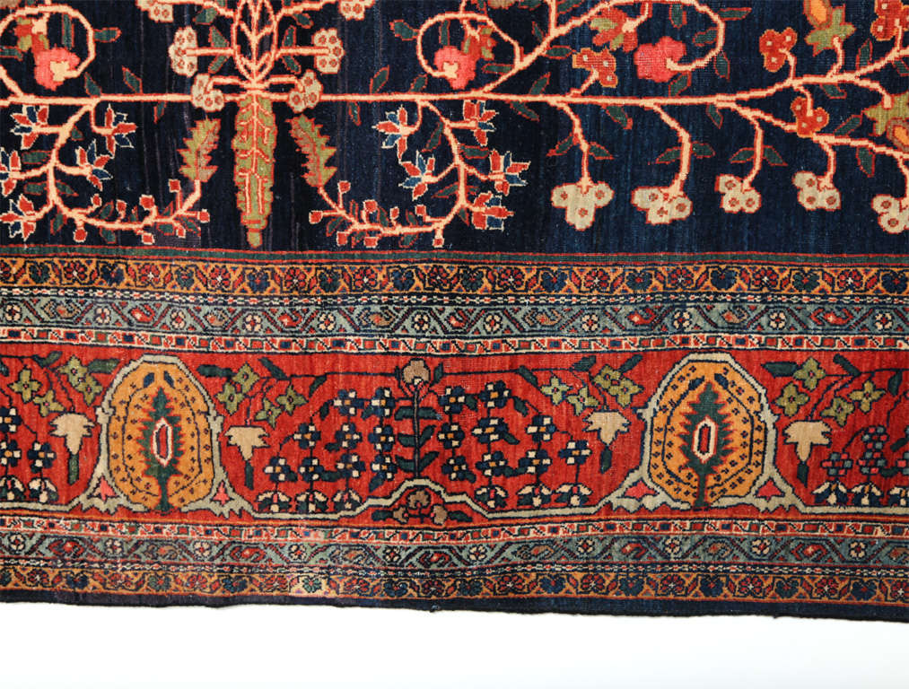 Persian Sarouk Fereghan Carpet with Wool Pile and Vegetal Dyes, circa 1880 For Sale 1