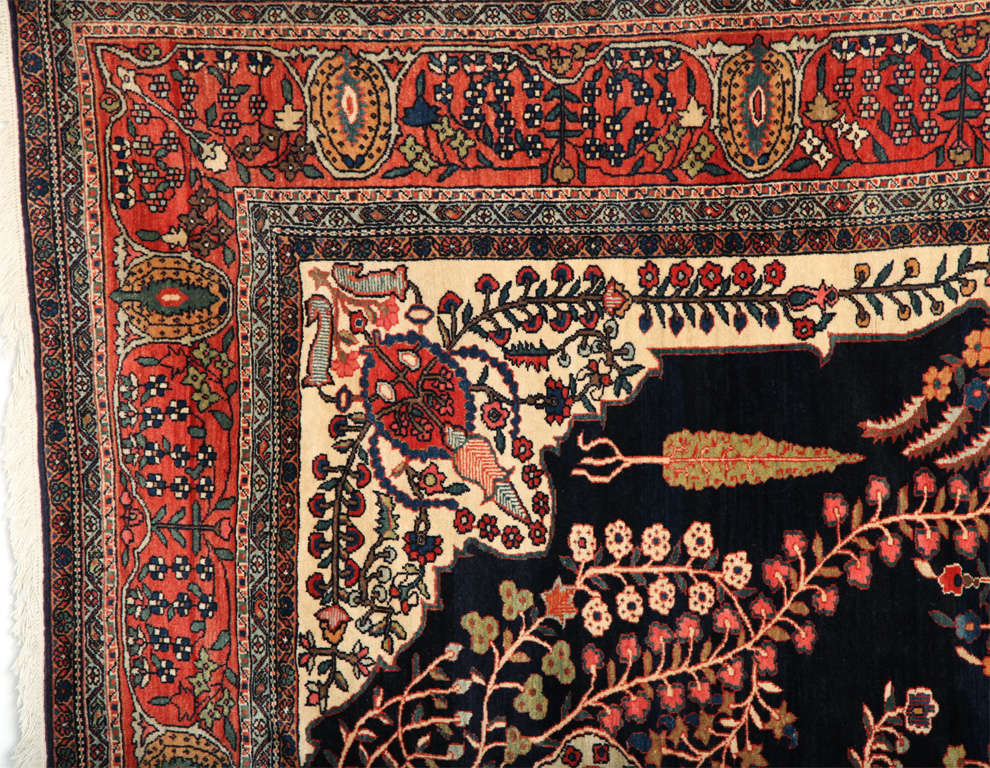 Persian Sarouk Fereghan Carpet with Wool Pile and Vegetal Dyes, circa 1880 For Sale 3