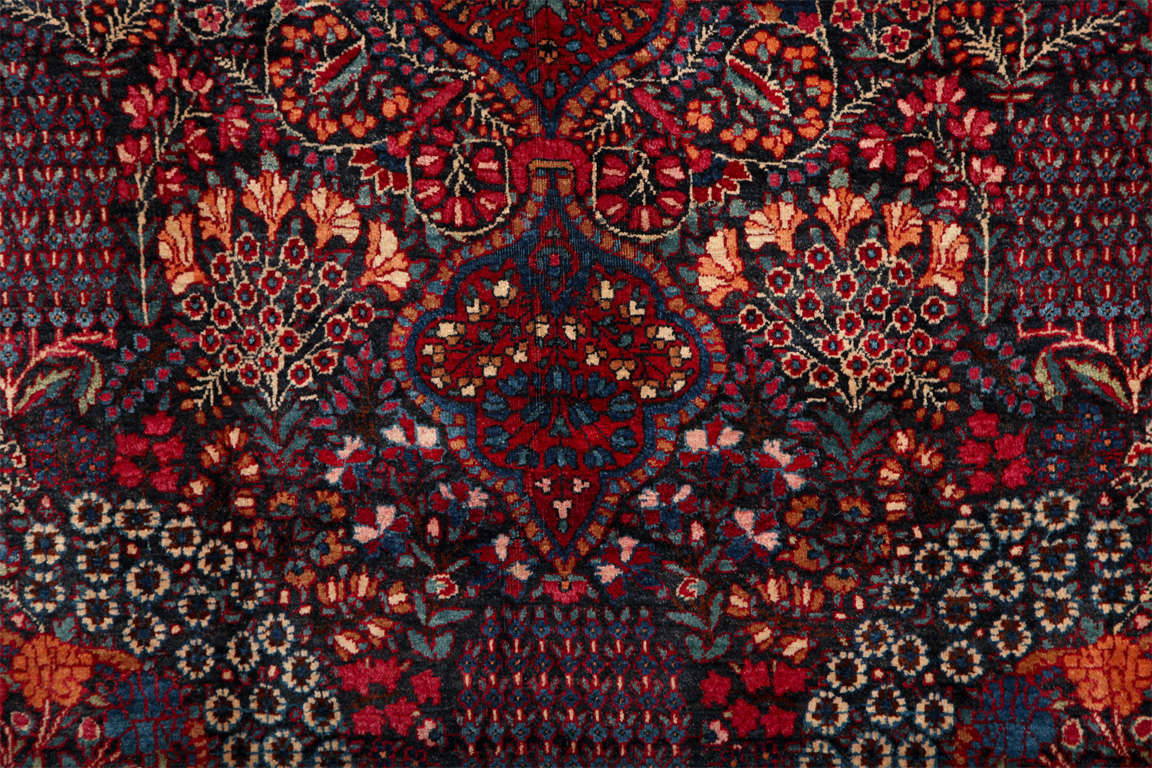 Persian Amoghli Carpet with Organic Wool and Dyes, circa 1890 For Sale 1