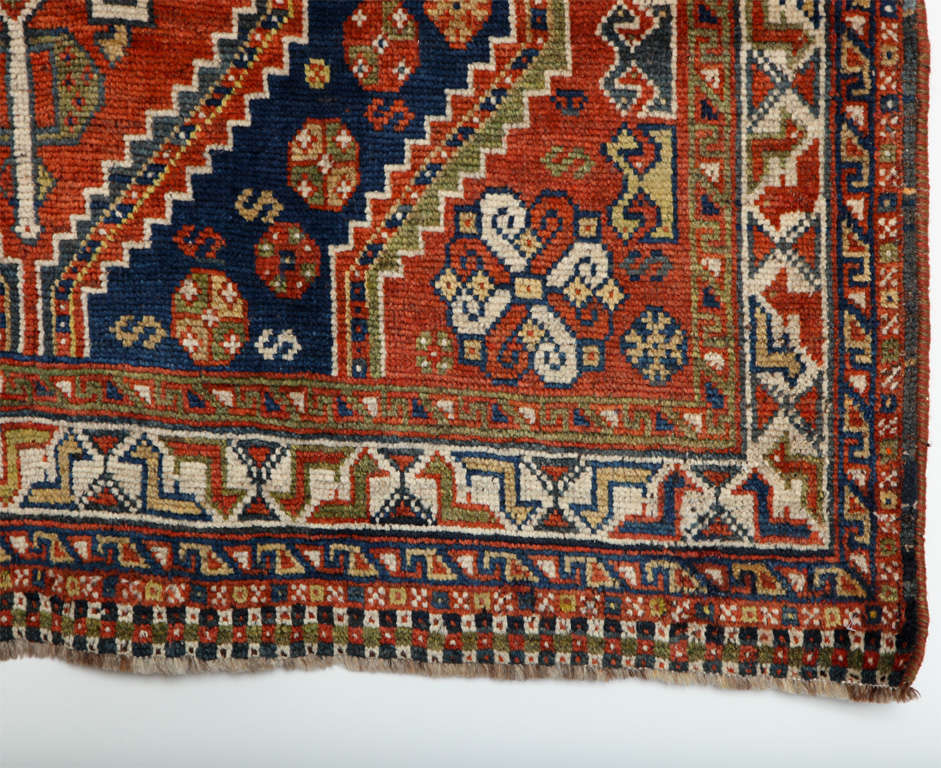 Persian Qashqai Carpet in Pure Wool and Organic Vegetable Dyes, circa 1900 In Good Condition For Sale In New York, NY