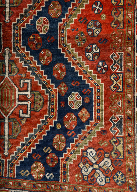 20th Century Persian Qashqai Carpet in Pure Wool and Organic Vegetable Dyes, circa 1900 For Sale