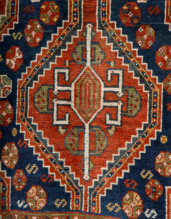 Persian Qashqai Carpet in Pure Wool and Organic Vegetable Dyes, circa 1900 For Sale 1