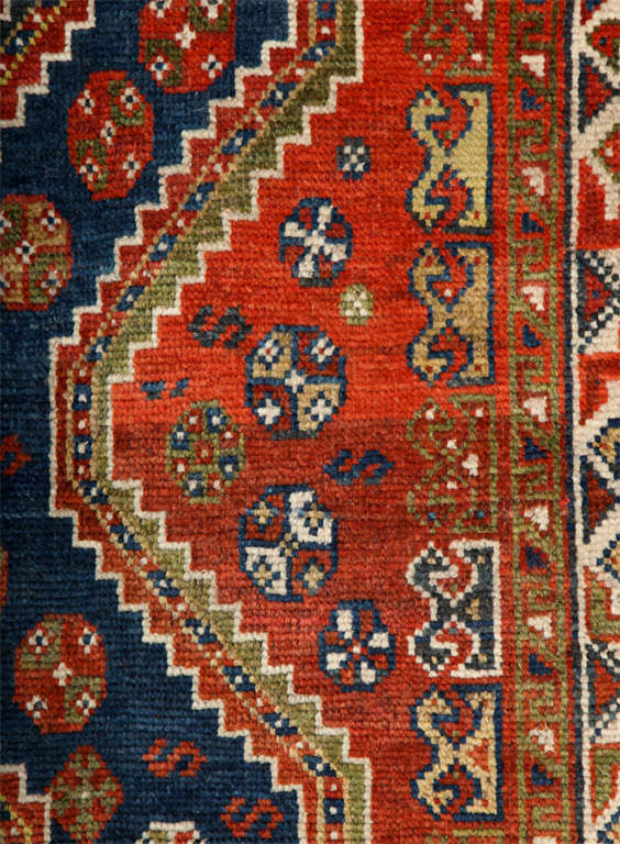 Persian Qashqai Carpet in Pure Wool and Organic Vegetable Dyes, circa 1900 For Sale 2