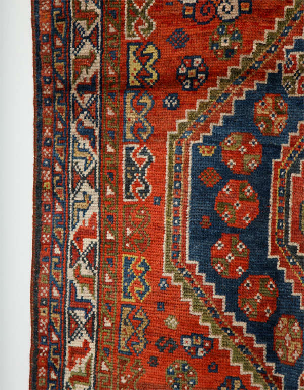 Persian Qashqai Carpet in Pure Wool and Organic Vegetable Dyes, circa 1900 For Sale 4
