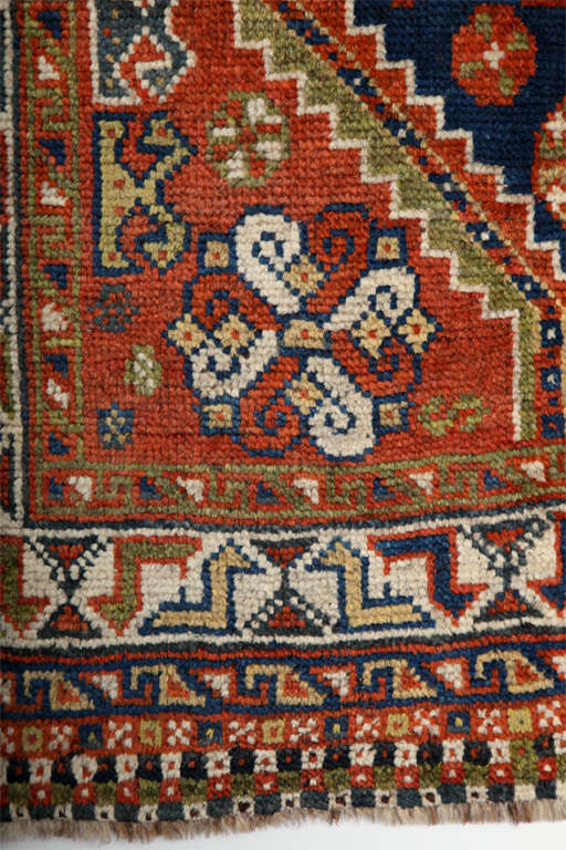 Persian Qashqai Carpet in Pure Wool and Organic Vegetable Dyes, circa 1900 For Sale 5