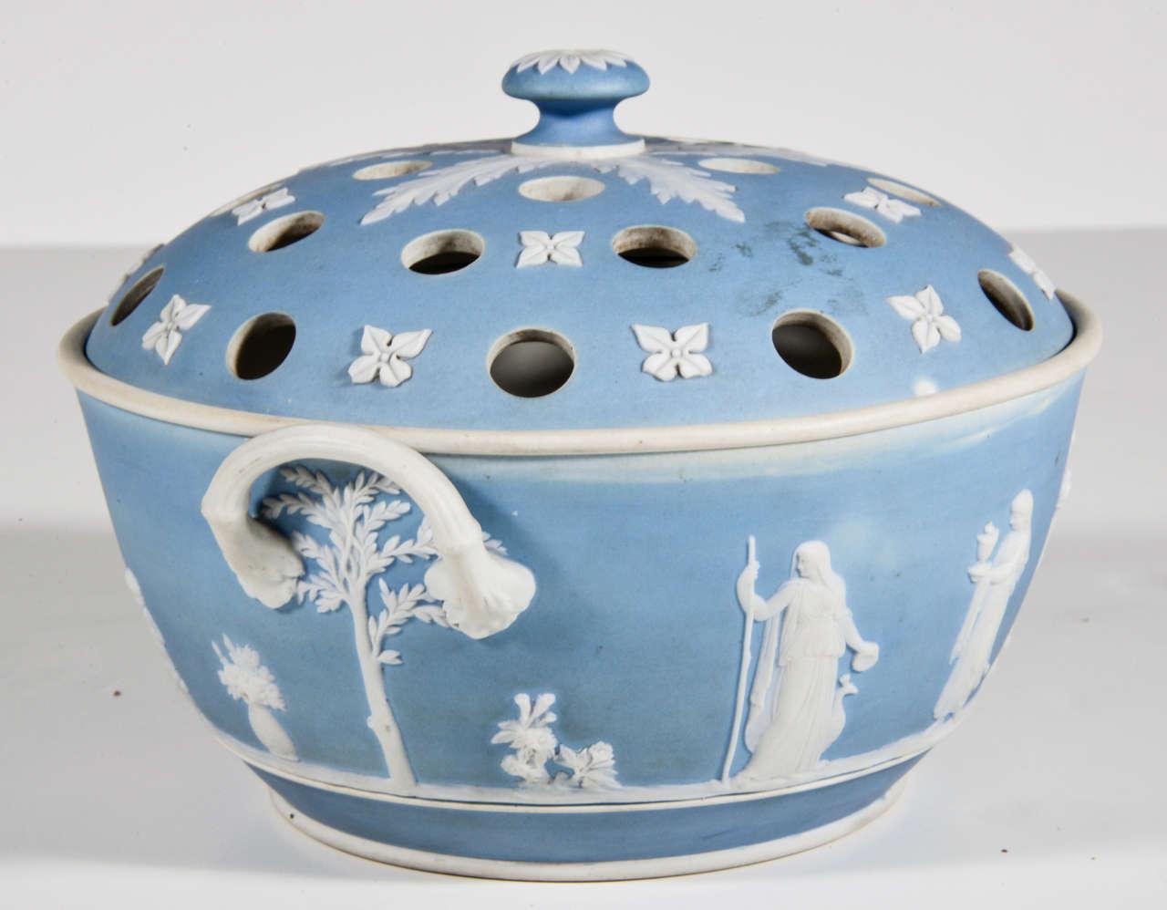 20th Century English Wedgwood Blue-dip Jasperware Stoneware Covered Potpourri Bowl For Sale