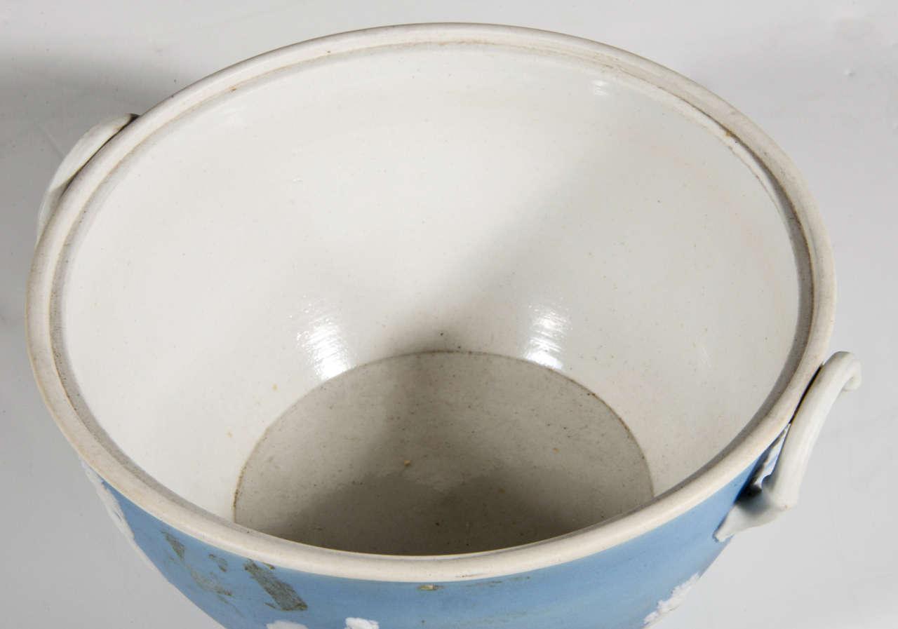 English Wedgwood Blue-dip Jasperware Stoneware Covered Potpourri Bowl For Sale 1