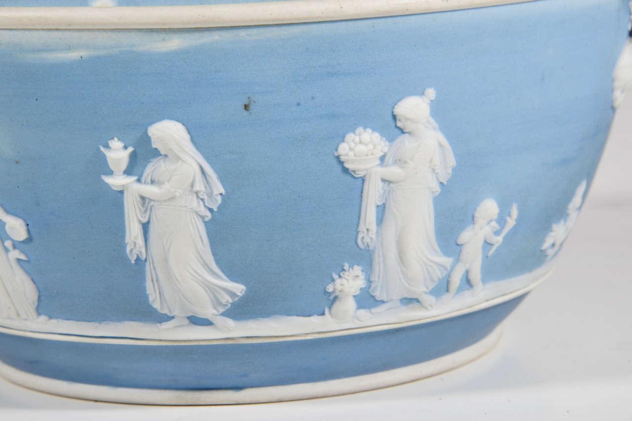 English Wedgwood Blue-dip Jasperware Stoneware Covered Potpourri Bowl For Sale 3