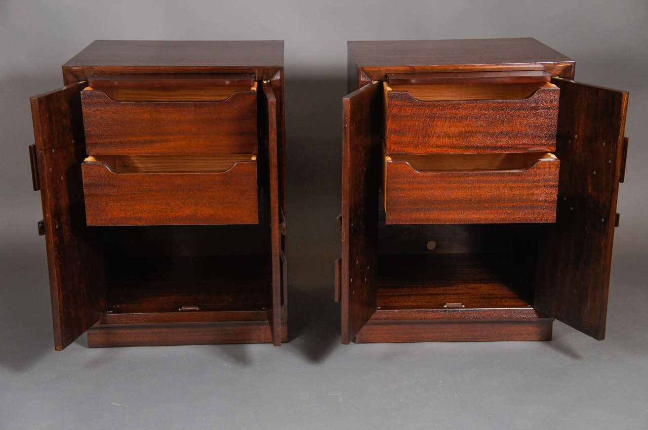 Pair of Kittinger Bedside Cabinets In Excellent Condition For Sale In Hudson, NY