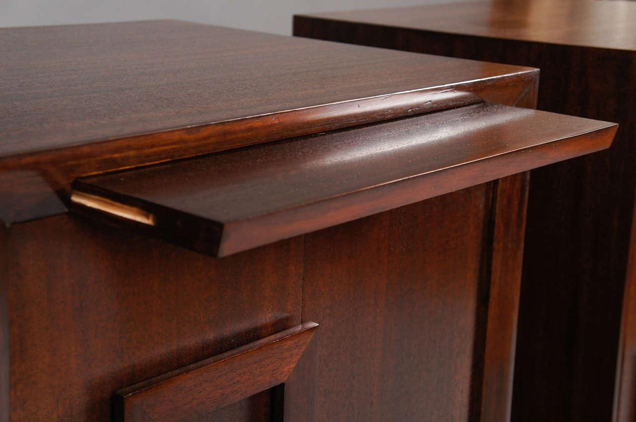 Pair of Kittinger Bedside Cabinets For Sale 2