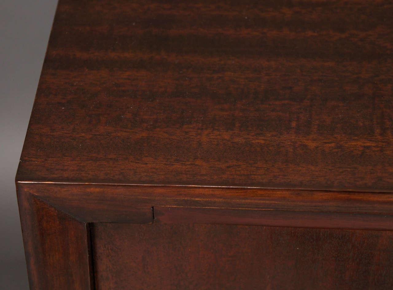 Pair of Kittinger Bedside Cabinets For Sale 3