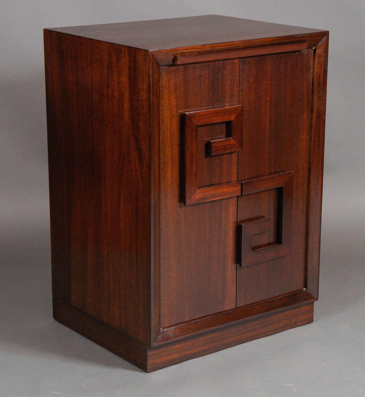 Pair of Kittinger Bedside Cabinets For Sale 4