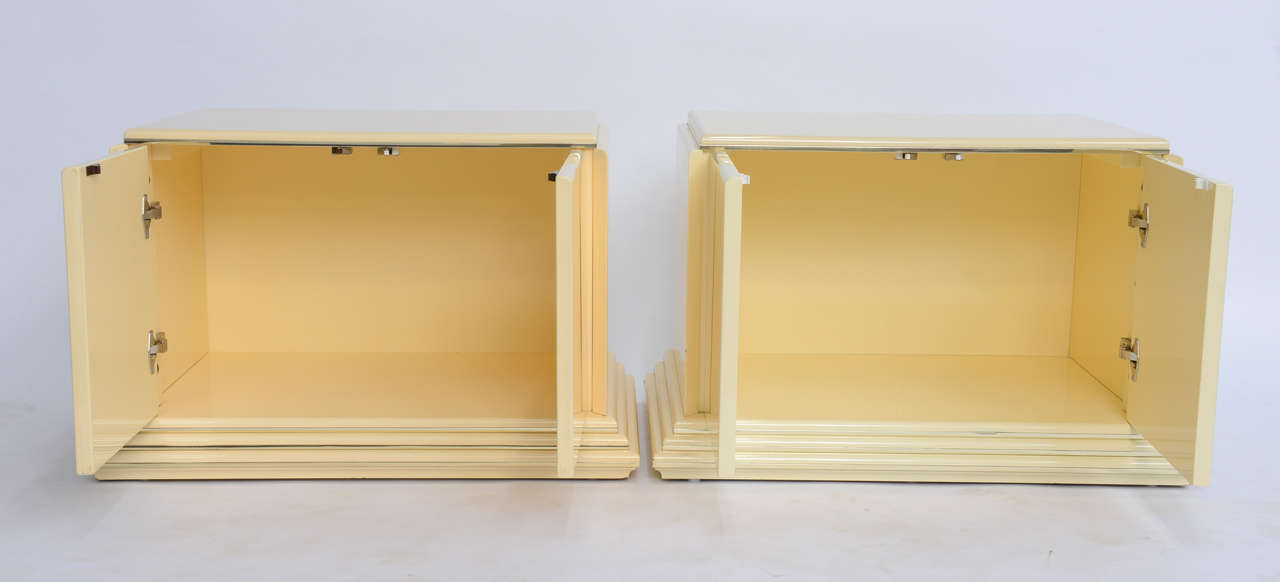 Canadian Pair of Rougier Streamline Moderne Style Cream Lacquer Bedside Tables For Sale