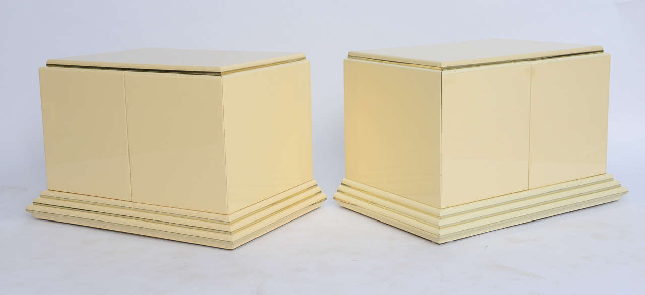 Pair of Rougier Streamline Moderne Style Cream Lacquer Bedside Tables In Excellent Condition For Sale In Miami, FL
