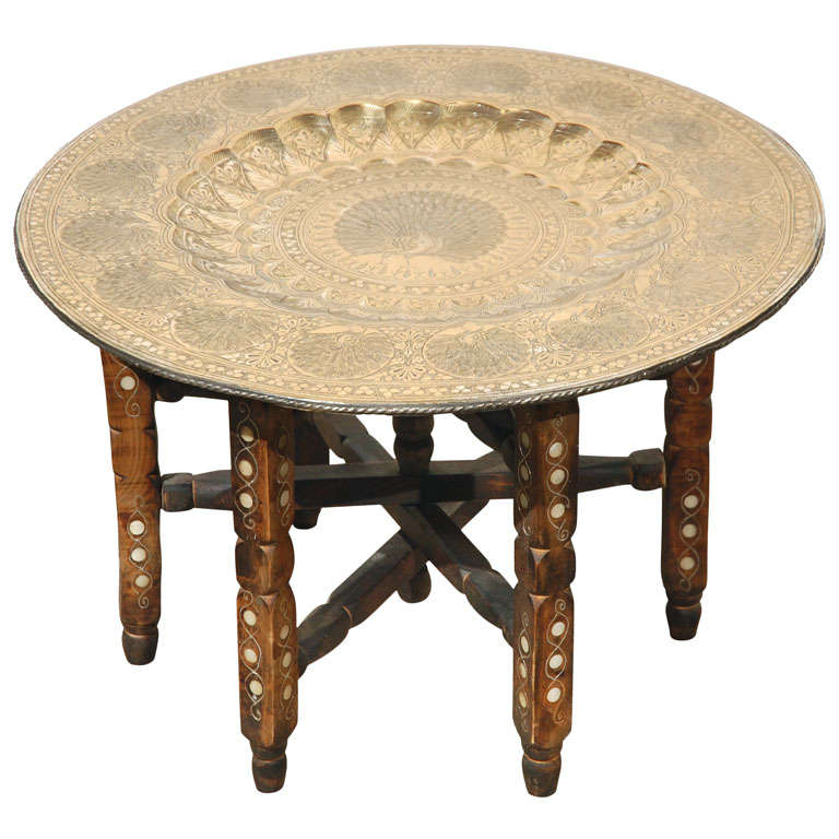 Charmant Moroccan Brass Tray Table On Folding Stand For Sale