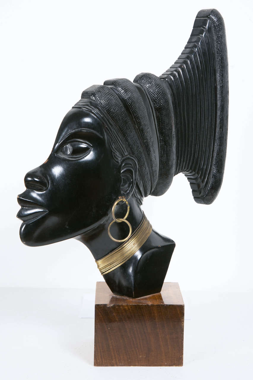 Art Deco Profile of an African Woman, circa 1930 In Good Condition In Paris, FR