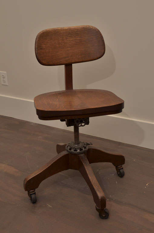 Oak Task Chair In Good Condition For Sale In New York City, NY