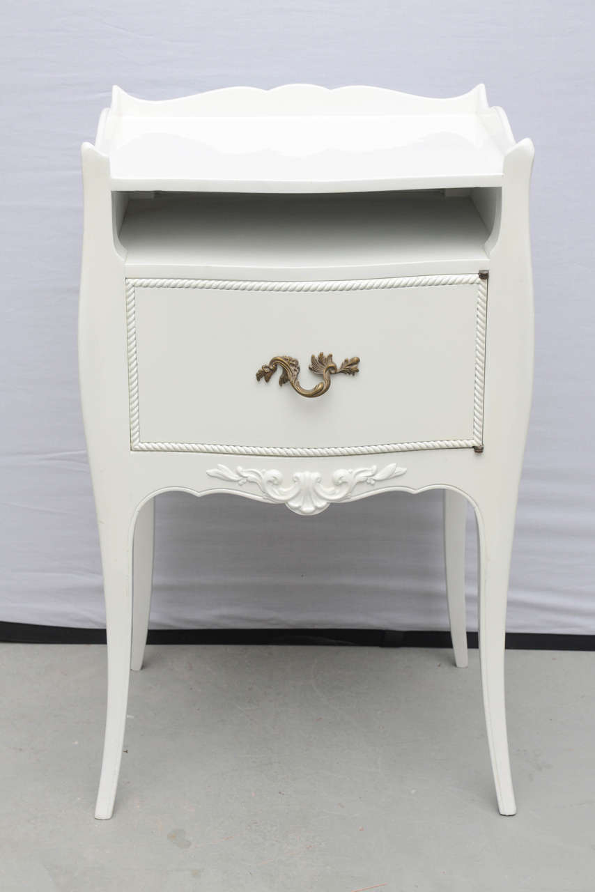 John Widdicomb White Lacquer Nightstands Usa 1960s For