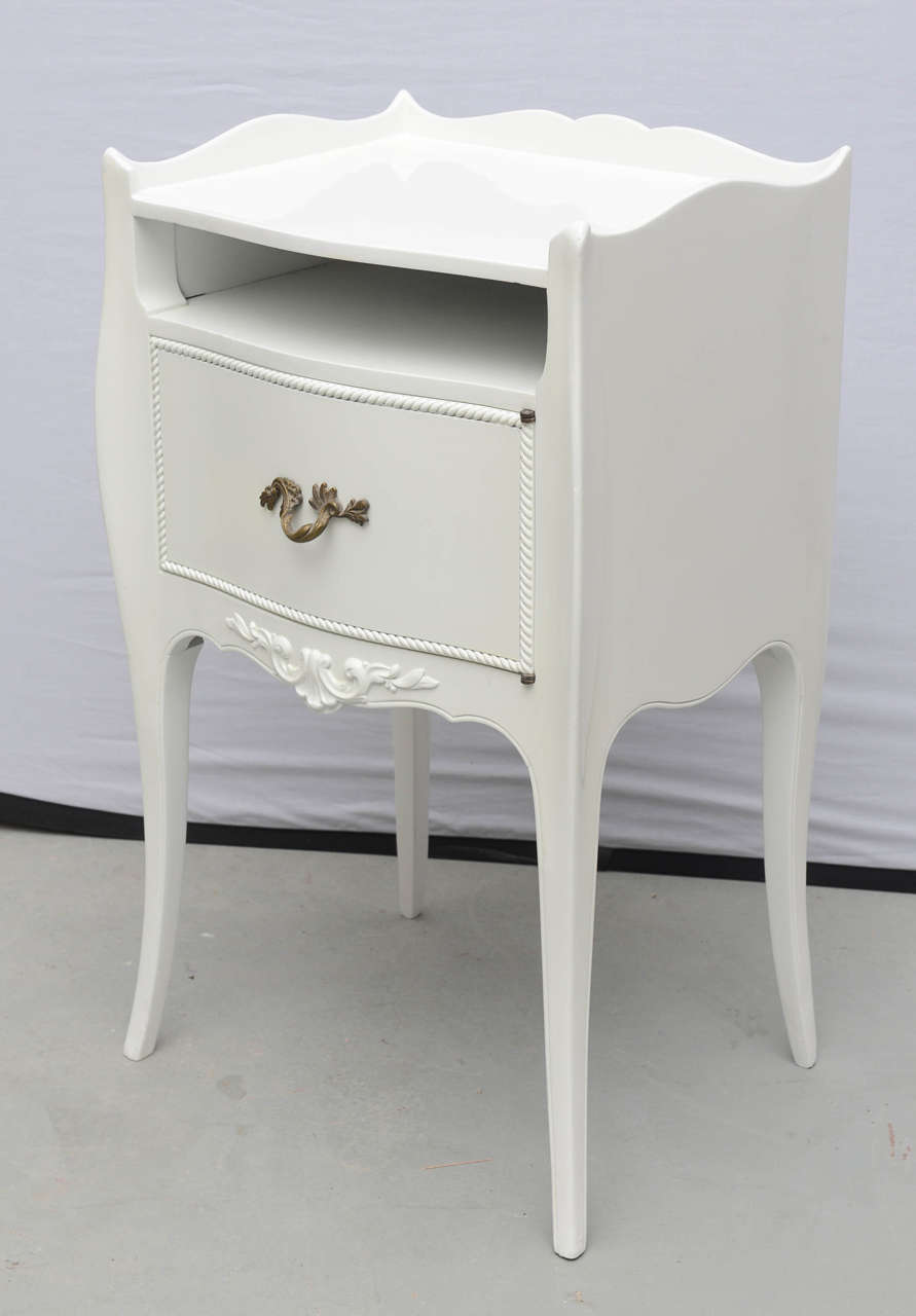 john widdicomb white lacquer nightstands usa 1960s for sale at 1stdibs. Black Bedroom Furniture Sets. Home Design Ideas