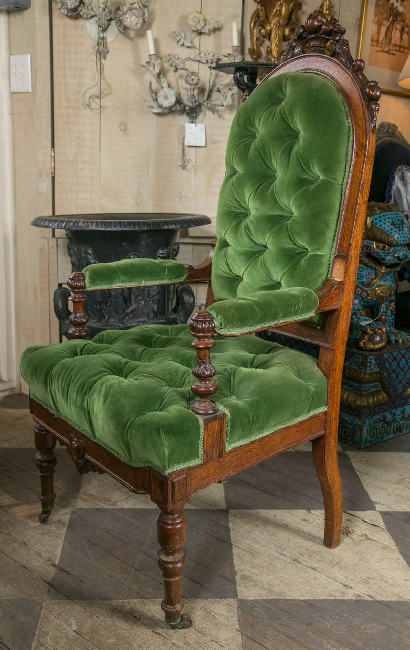 Set of 8 Victorian Oak Dining Chairs In Fair Condition For Sale In Woodbury, CT