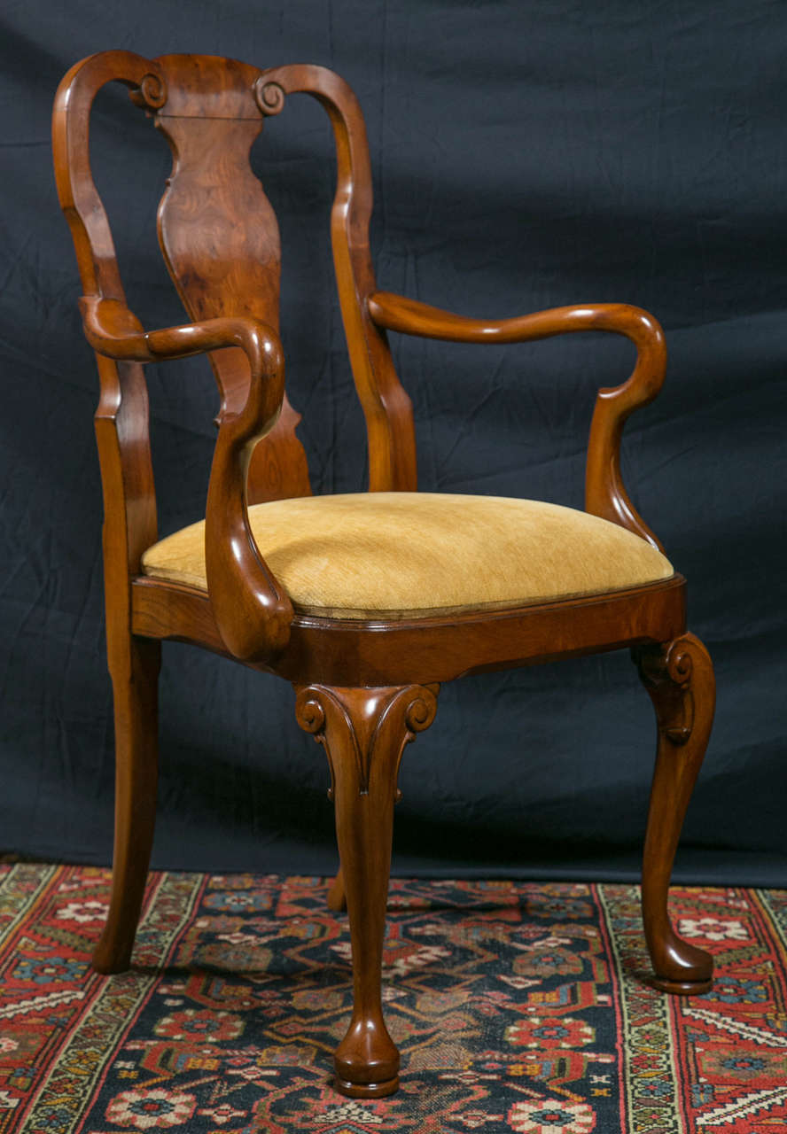 Walnut Queen Anne Style Dining Chairs / 2 Arms and 8 Sides  In New Condition For Sale In Woodbury, CT