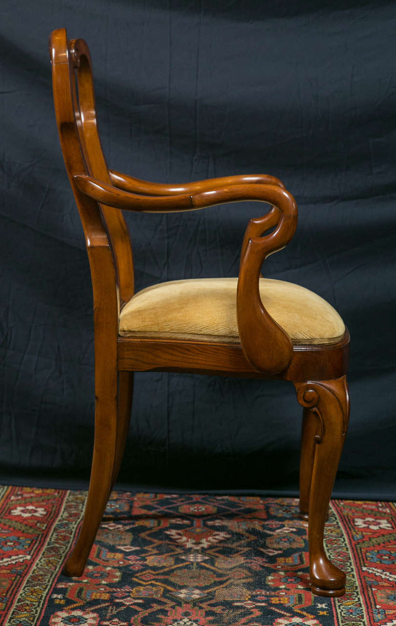 Walnut Queen Anne Style Dining Chairs / 2 Arms and 8 Sides  For Sale 1