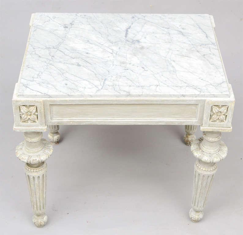 Exceptionnel 20th Century Carved Wood Louis XVI Style Accent Table With White Marble Top  For Sale