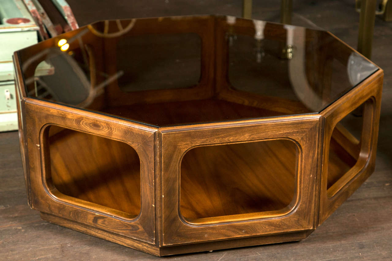 Superbe American Octagonal Midcentury Glass Top Coffee Table For Sale