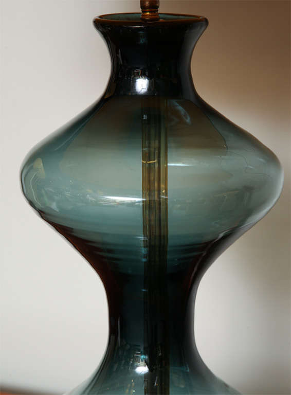 Sensous 1950s Blenko Blown Glass Table Lamp In Excellent Condition For Sale In Miami, FL