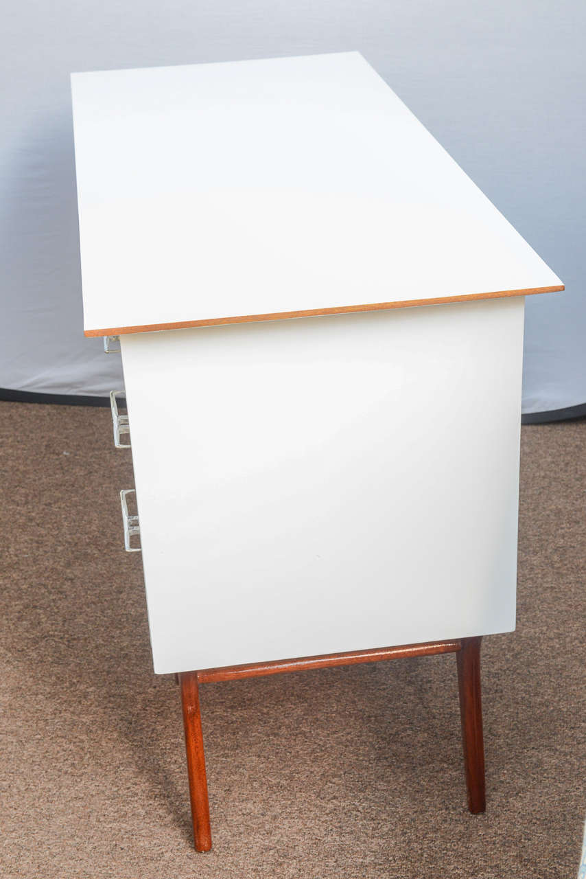 Mid-Century Teak and White Lacquered Desk by R-Way In Excellent Condition For Sale In Miami, FL