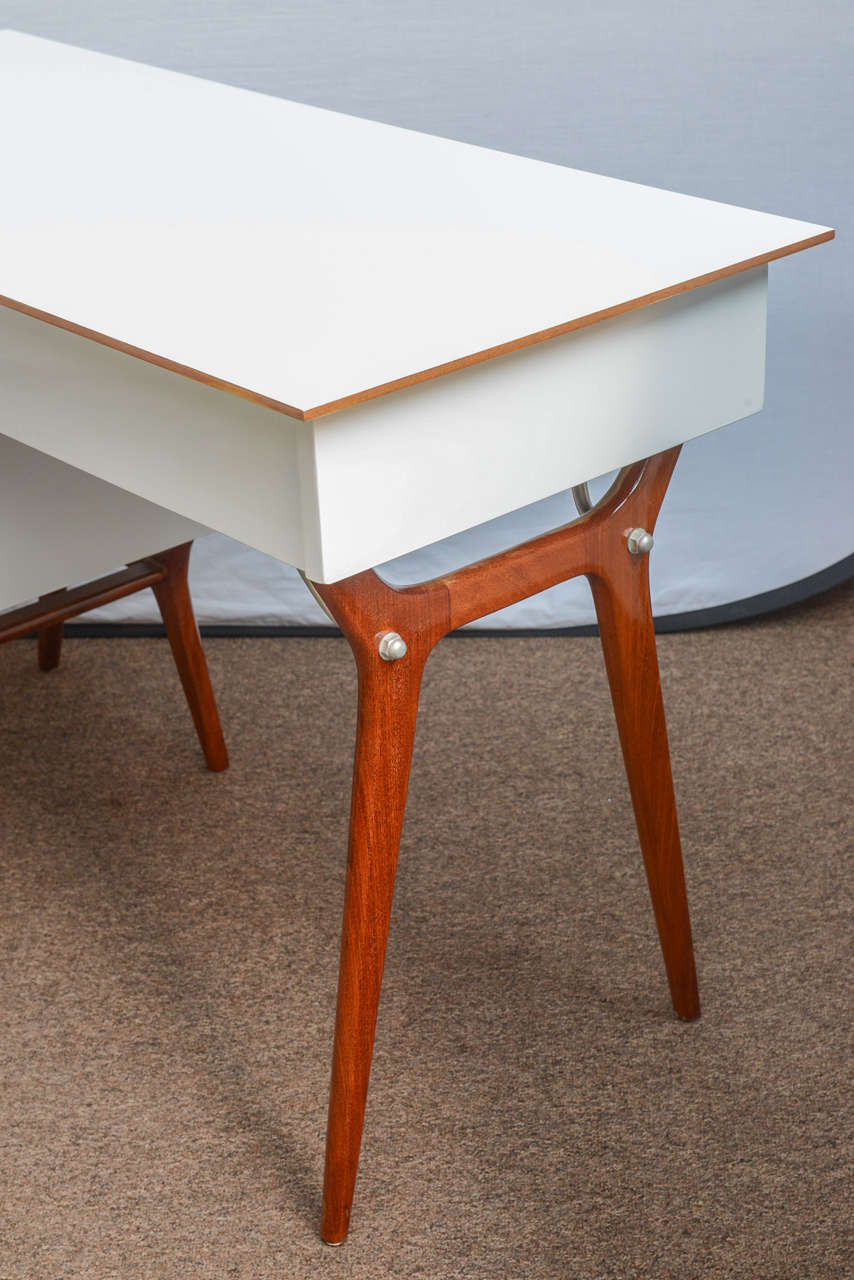 Aluminum Mid-Century Teak and White Lacquered Desk by R-Way For Sale