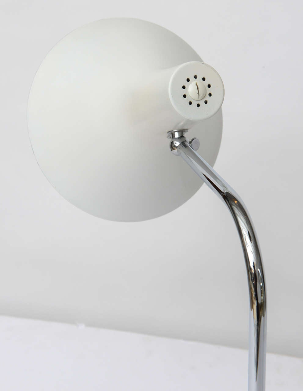 1960's Nessen Studios Polished Chrome and White Enamel Double Arm Desk Lamp In Good Condition For Sale In North Miami, FL