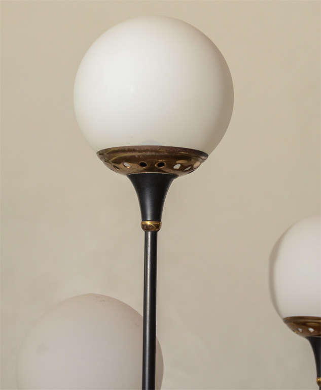 Beautiful midcentury Floor lamp with  a set of six opaque globes by Stilnovo