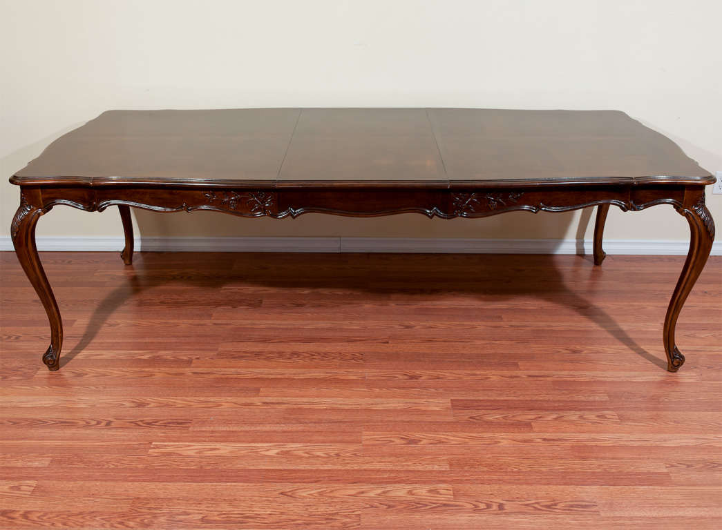 louis xv style walnut dining table at 1stdibs. Black Bedroom Furniture Sets. Home Design Ideas