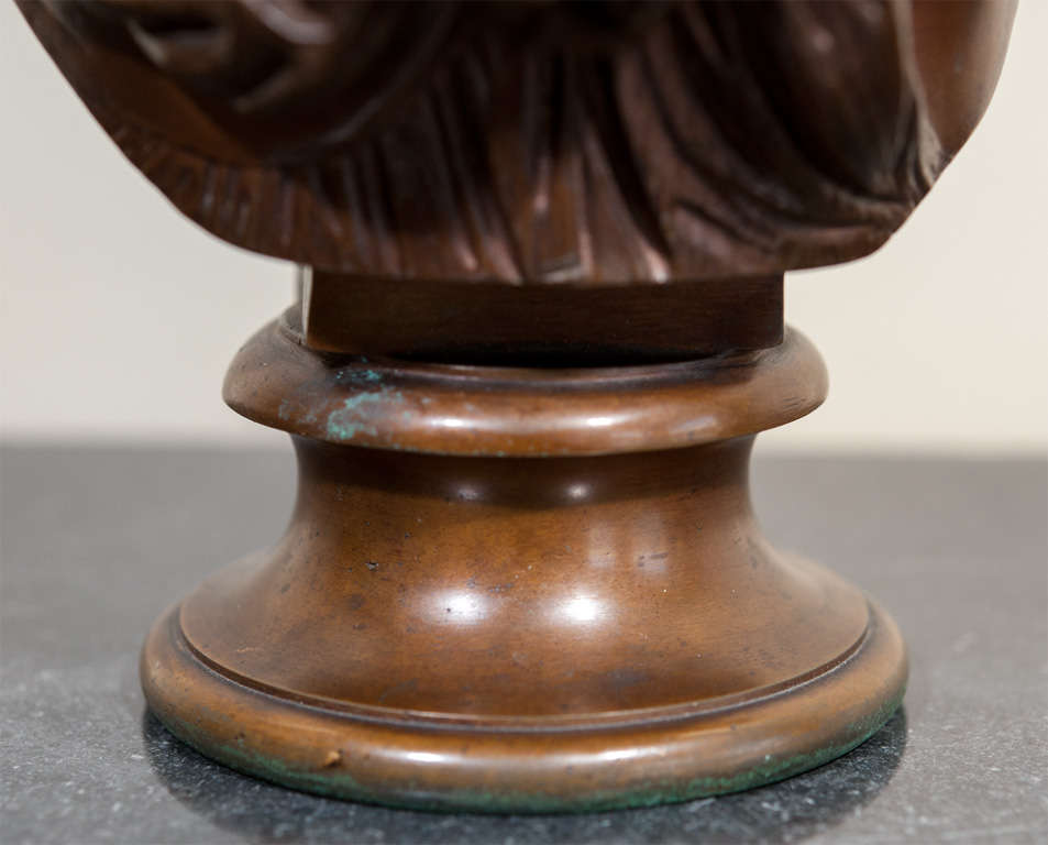Bronze Bust of a Lady, Signed. In Excellent Condition For Sale In Oakville, ON