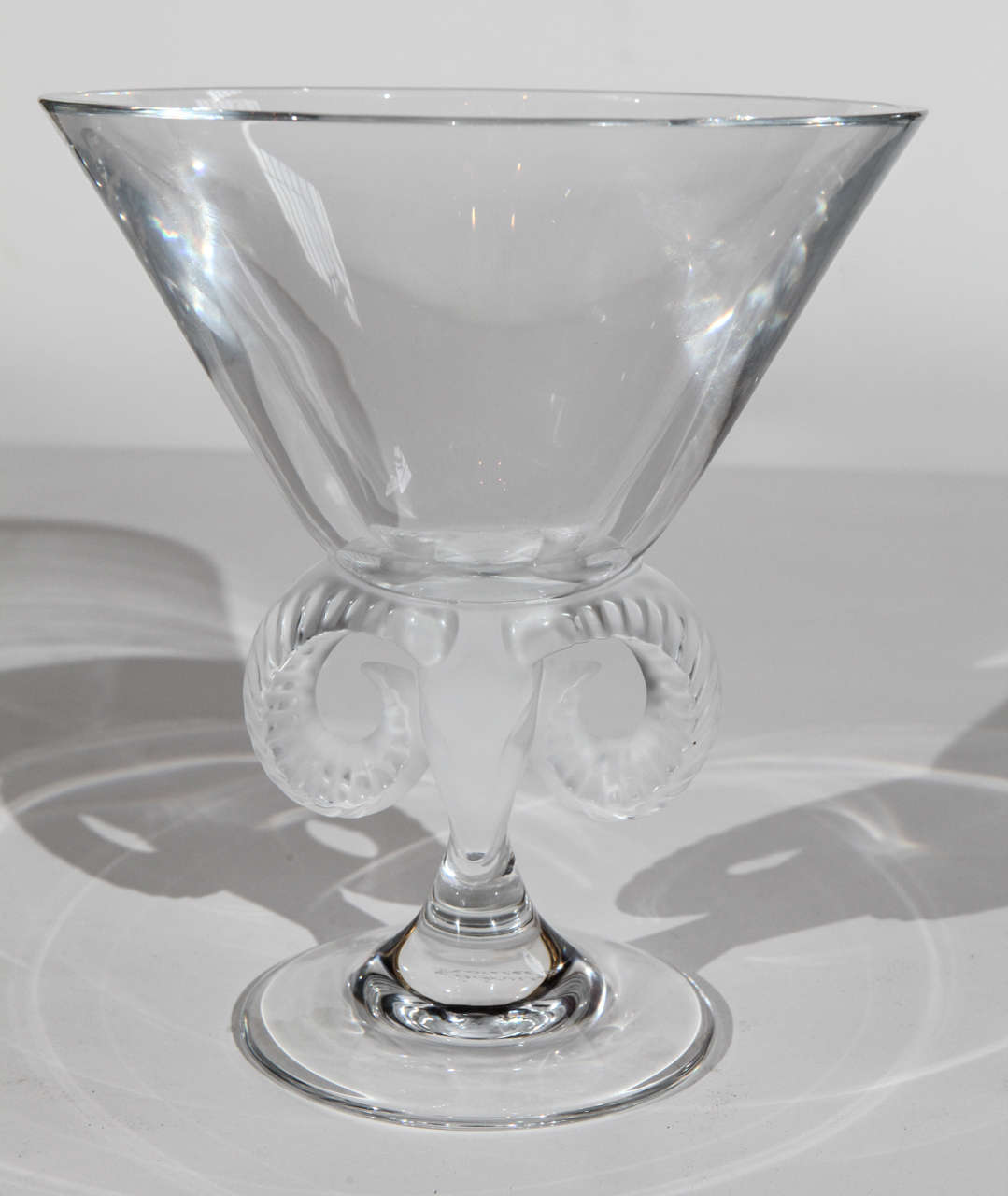 large ram centerpiece bowl or vase by lalique france at 1stdibs. Black Bedroom Furniture Sets. Home Design Ideas