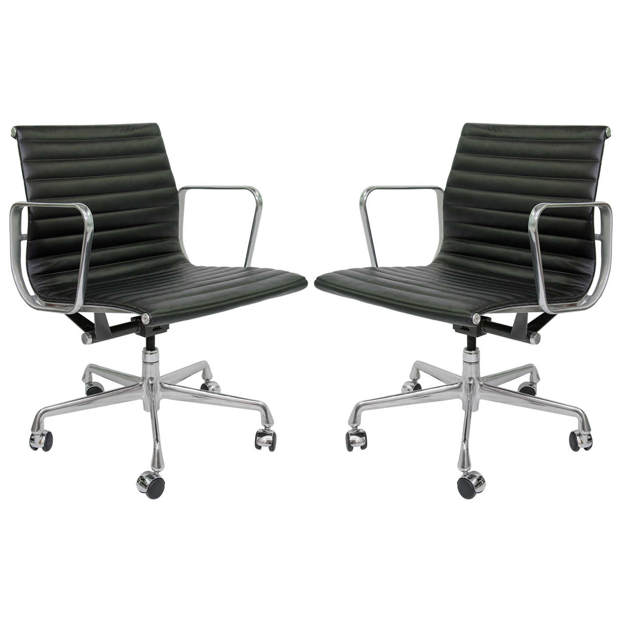 Pair of herman miller ea335 eames aluminum group for Herman miller eames aluminum group management chair