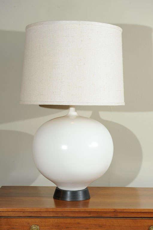 large white italian ceramic table lamp at 1stdibs. Black Bedroom Furniture Sets. Home Design Ideas
