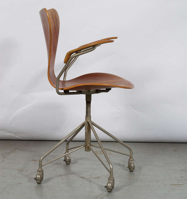 Arne Jacobsen Series 7 Office Chair Model 3217 For Sale At 1stdibs