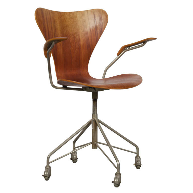 Arne Jacobsen Series 7 Office Chair Model 3217 For