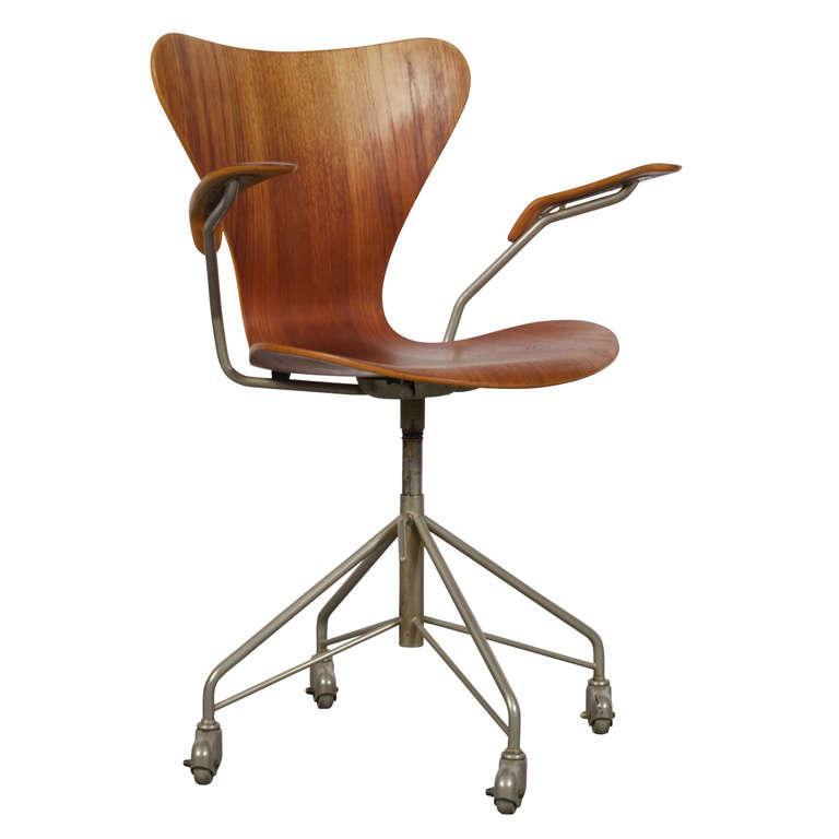 this arne jacobsen series 7 office chair model 3217 is no longer. Black Bedroom Furniture Sets. Home Design Ideas