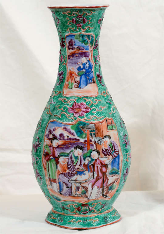 A Pair of 18th Century Chinese Porcelain Vases image 3