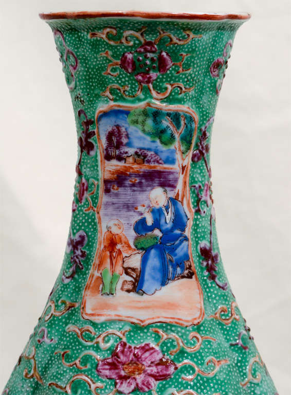 A Pair of 18th Century Chinese Porcelain Vases image 5
