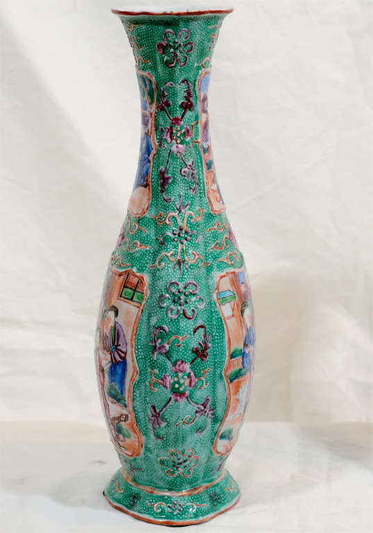 A Pair of 18th Century Chinese Porcelain Vases image 6