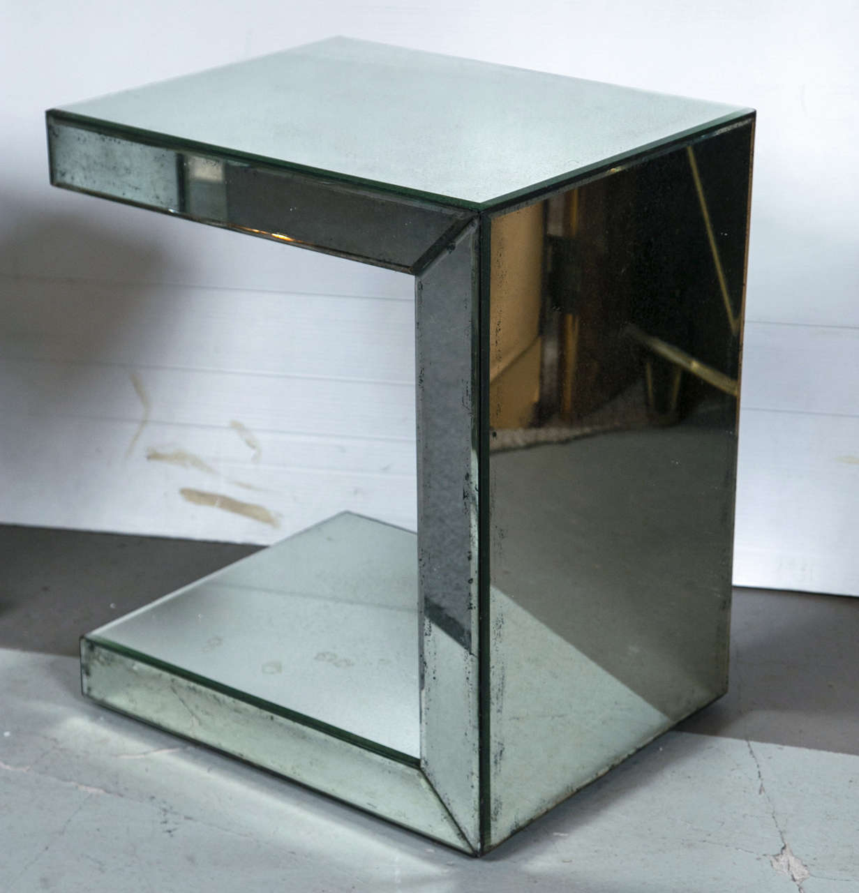 20th Century Pair of Hollywood Regency Style C-Shaped Mirrored End Tables For Sale