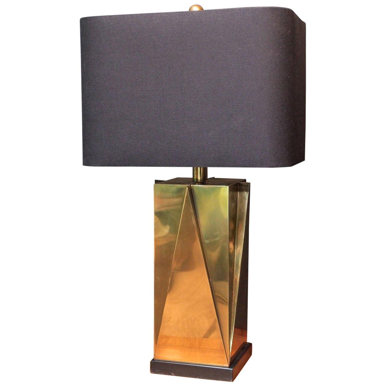 geometric brass lamp set on black square base at 1stdibs. Black Bedroom Furniture Sets. Home Design Ideas