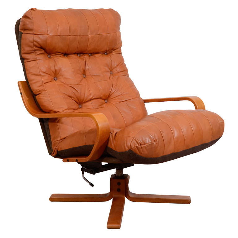 Mid Century Leather Lounge Chair With Swivel Base At 1stdibs