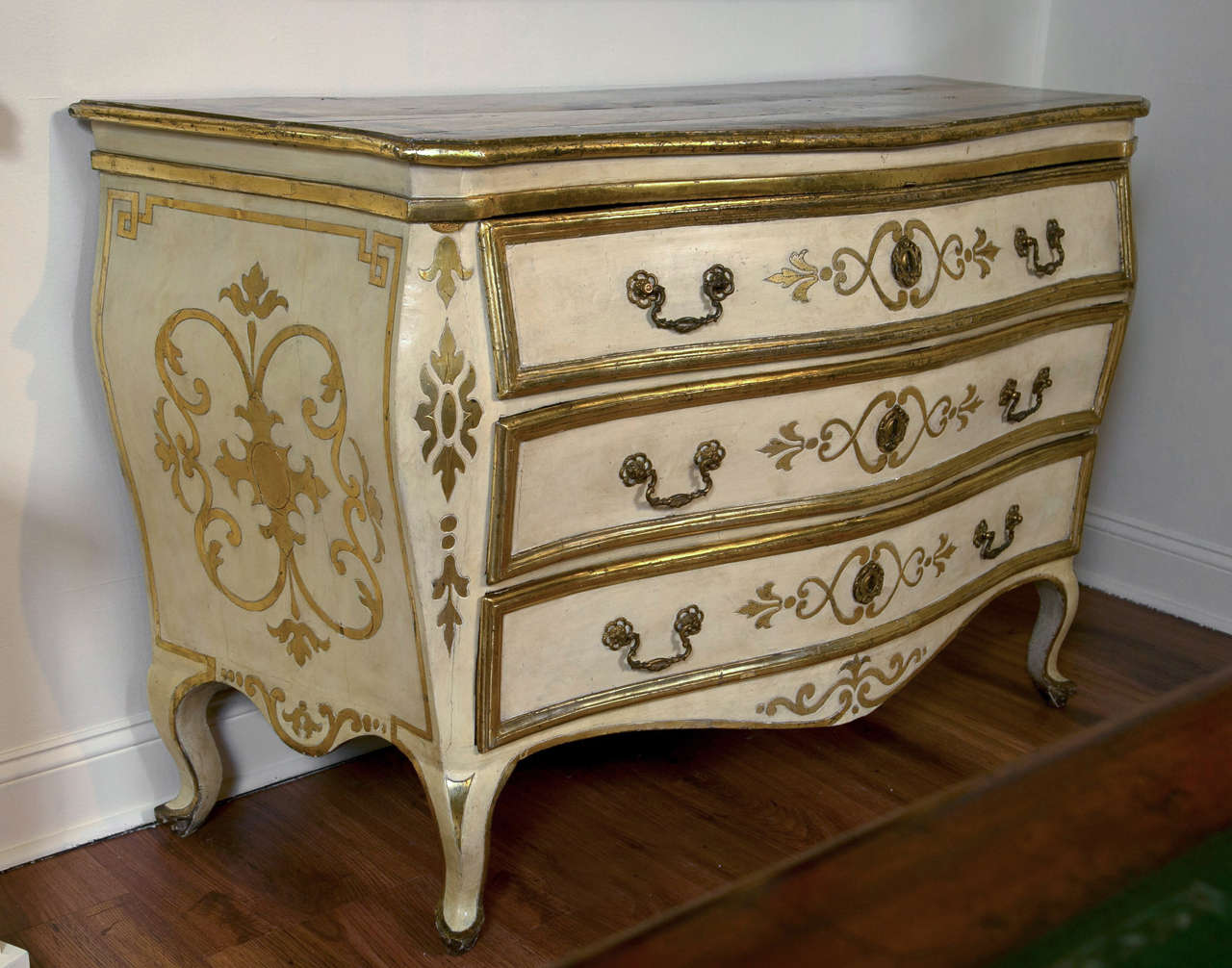 Pair of italian 18th century painted bombe commodes for for Italian painted furniture