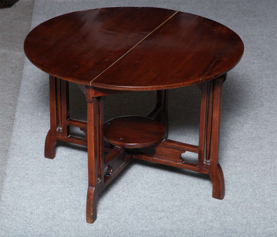 1930s Art Deco Shanghai Coffee Table Made of Varnished Elm with Quadripod Base For Sale 3