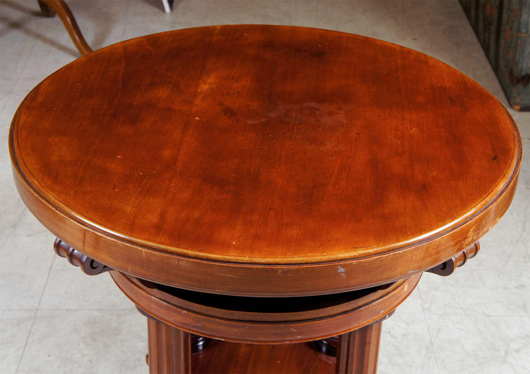 Mahogany center table with four reeded pillars and quadreped base